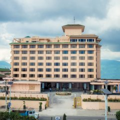 Отель The Everest Kathmandu парковка