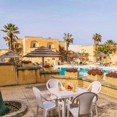 Отель Gozo Village Holidays Мальта, Гасри - отзывы, цены и фото номеров - забронировать отель Gozo Village Holidays онлайн бассейн фото 2
