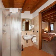 Отель Albergo Antica Corte Marchesini Италия, Кампанья-Лупия - 1 отзыв об отеле, цены и фото номеров - забронировать отель Albergo Antica Corte Marchesini онлайн ванная