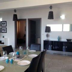 Апартаменты Luxury Seafront Apartment With Pool Каура в номере фото 2