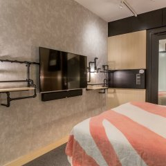 Hotel With Urban Deli удобства в номере