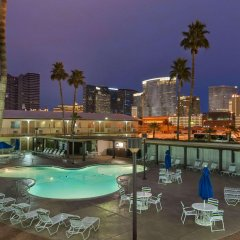 Отель Days Inn Las Vegas at Wild Wild West Gambling Hall бассейн