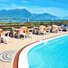 Отель Residence Bellavista Манерба-дель-Гарда бассейн
