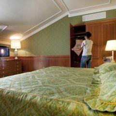 Отель Grand Dino Бавено сейф в номере
