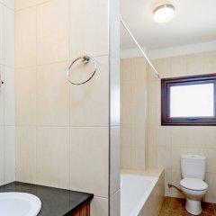 Отель Fig Tree Bay Villa 10 Кипр, Протарас - отзывы, цены и фото номеров - забронировать отель Fig Tree Bay Villa 10 онлайн ванная фото 2