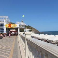Гостиница Камелот в Малореченском 3 отзыва об отеле, цены и фото номеров - забронировать гостиницу Камелот онлайн Малореченское пляж фото 2