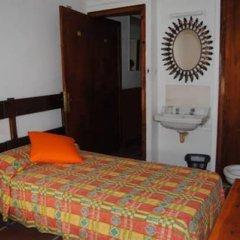 Отель Hostal Colonia B&B Испания, Курорт Росес - отзывы, цены и фото номеров - забронировать отель Hostal Colonia B&B онлайн удобства в номере