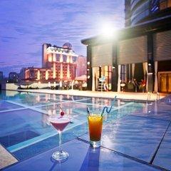 Renaissance Chengdu Hotel бассейн