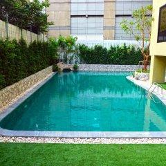 Отель Siri Sathorn Hotel Таиланд, Бангкок - 1 отзыв об отеле, цены и фото номеров - забронировать отель Siri Sathorn Hotel онлайн бассейн фото 3
