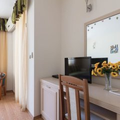 Апартаменты Quiet One Bedroom Apartment with Balcony удобства в номере