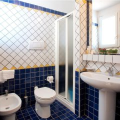 Отель Residence Blu Mediterraneo Римини ванная фото 2