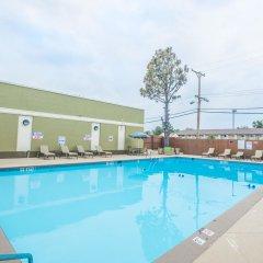 Отель Quality Inn & Suites Denver Stapleton бассейн