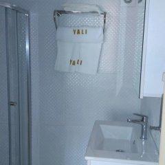 Yali Otel Турция, Чешмели - отзывы, цены и фото номеров - забронировать отель Yali Otel онлайн ванная