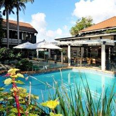 Отель Emerald Inn бассейн