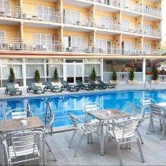 Gran Hotel Flamingo бассейн