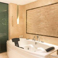 Отель Le Meridien Dubai Hotel & Conference Centre ОАЭ, Дубай - отзывы, цены и фото номеров - забронировать отель Le Meridien Dubai Hotel & Conference Centre онлайн ванная