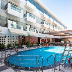 Fortune Karama Hotel бассейн