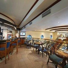 Отель Berjaya Makati Hotel Филиппины, Макати - отзывы, цены и фото номеров - забронировать отель Berjaya Makati Hotel онлайн гостиничный бар