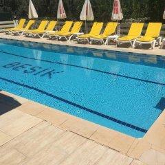 Besik Hotel бассейн