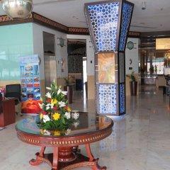 Al Jawhara Gardens Hotel интерьер отеля
