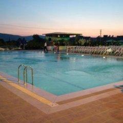 Metropolis Hotel бассейн фото 3