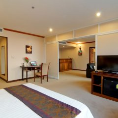 Champasak Grand Hotel сейф в номере