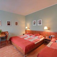 Отель Penzion Fan Чехия, Карловы Вары - 1 отзыв об отеле, цены и фото номеров - забронировать отель Penzion Fan онлайн комната для гостей фото 2