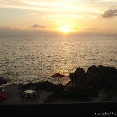 Отель Sunset on the Cliffs пляж