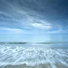 Отель The Calm Resort & Spa пляж
