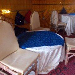 Отель Bivouac Draa - Nuit dans le désert Марокко, Загора - отзывы, цены и фото номеров - забронировать отель Bivouac Draa - Nuit dans le désert онлайн интерьер отеля фото 2