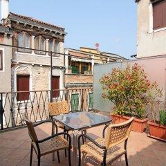 Отель La Fenice Et Des Artistes Италия, Венеция - отзывы, цены и фото номеров - забронировать отель La Fenice Et Des Artistes онлайн балкон
