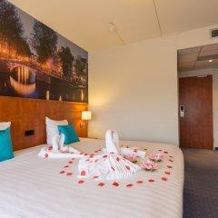 Отель New West Inn сейф в номере