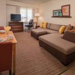 Отель Residence Inn Frederick комната для гостей