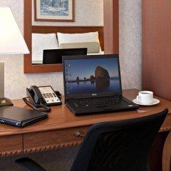 Отель Carriage House Inn Канада, Калгари - отзывы, цены и фото номеров - забронировать отель Carriage House Inn онлайн интерьер отеля