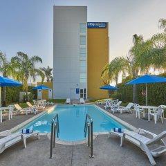 Отель City Express Mazatlán бассейн фото 3