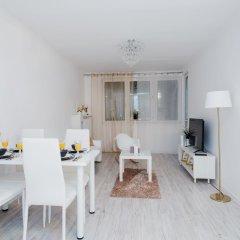 Отель ShortStayPoland Jerozolimskie B13 комната для гостей