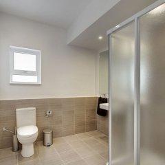 Отель Modern 2 Bedroom Seaview Apartment Мальта, Слима - отзывы, цены и фото номеров - забронировать отель Modern 2 Bedroom Seaview Apartment онлайн ванная