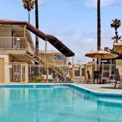 Отель Super 8 by Wyndham Los Angeles-Culver City Area бассейн фото 2
