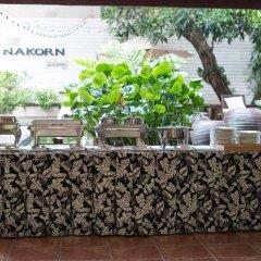 Отель Feung Nakorn Balcony Rooms & Cafe Бангкок питание