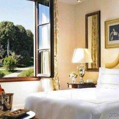 Four Seasons Hotel Firenze сейф в номере