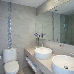 Отель Limanaki Beach Hotel Кипр, Айя-Напа - 1 отзыв об отеле, цены и фото номеров - забронировать отель Limanaki Beach Hotel онлайн ванная