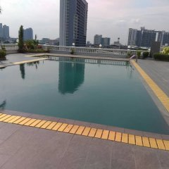 Niran Grand Hotel бассейн