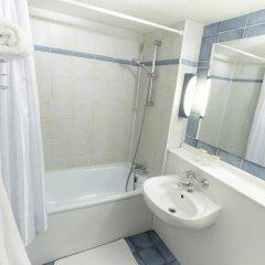 Отель Campanile Saumur Франция, Сомюр - отзывы, цены и фото номеров - забронировать отель Campanile Saumur онлайн ванная фото 2