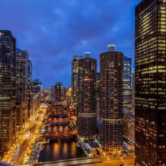 Отель Wyndham Grand Chicago Riverfront городской автобус