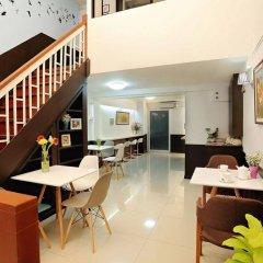 Отель Baan Namtarn Guest House Бангкок питание