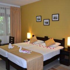 Отель Lakeside At Nuwarawewa Анурадхапура сейф в номере