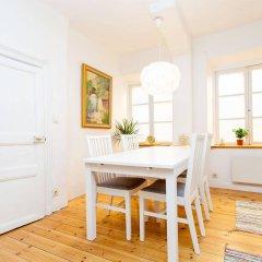 Отель Apartdirect Gamla Stan Стокгольм в номере