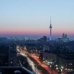 Отель Vienna House Andel´s Berlin Германия, Берлин - 8 отзывов об отеле, цены и фото номеров - забронировать отель Vienna House Andel´s Berlin онлайн городской автобус