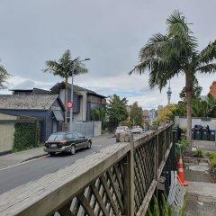 Отель Uenuku Lodge - Hostel Новая Зеландия, Окленд - отзывы, цены и фото номеров - забронировать отель Uenuku Lodge - Hostel онлайн балкон