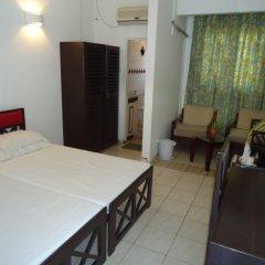 Отель Nippon Villa Beach Resort Хиккадува комната для гостей